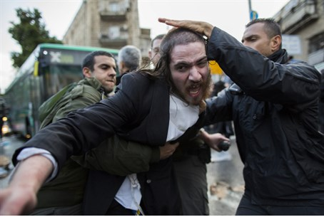 Man detained during protest in Mea Shearim