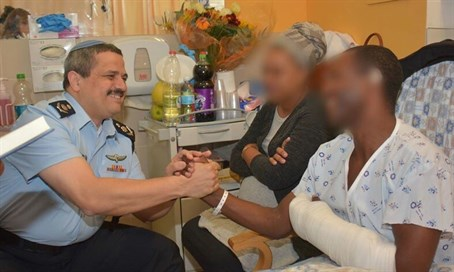 Roni Alsheich visits wounded officer