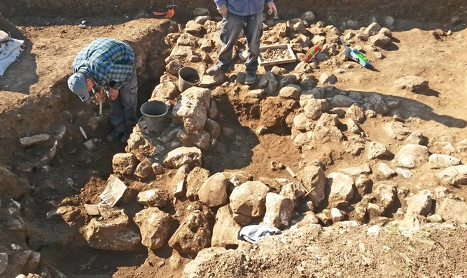 Excavations of Chalcolithic town in northern Jerusalem