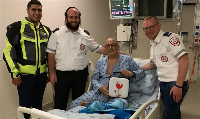 Ilan Keshet meets with MDA team that saved him