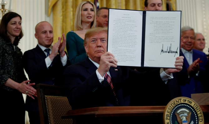 Trump holds up Executive Order on anti-Semitism