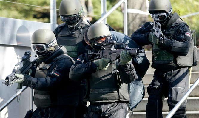 Members of the German army's KSK unit during an anti-terror operation