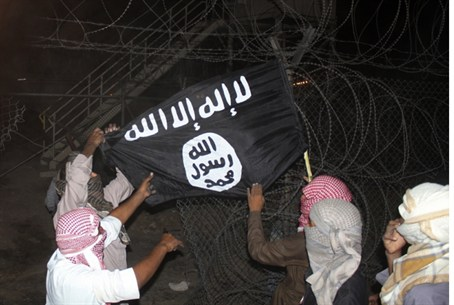 Terrorists raise Al-Qaeda flag in Sinai