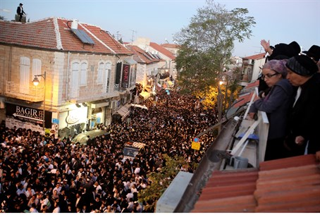 The scene at Rabbi Yosef's funeral