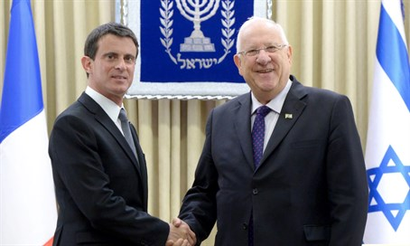 Prime Minister Manuel Valls (L) with Rivlin
