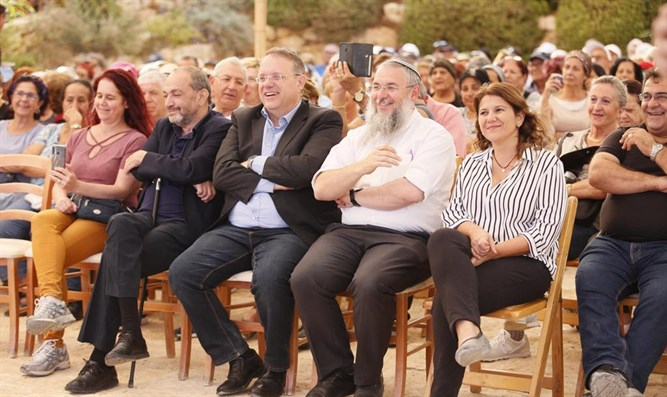 Hundreds celebrate and commemorate Aliyah Day